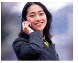 携帯をかける女性